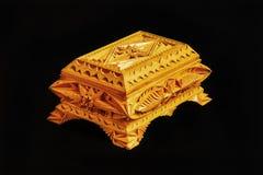 被雕刻的木箱手工制造在黑背景 免版税库存照片