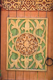 被雕刻的木门 免版税库存照片
