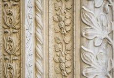 被雕刻的石装饰,教会外 库存图片