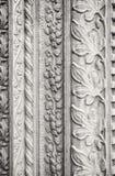 被雕刻的石装饰,教会外 免版税图库摄影