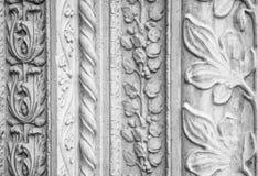 被雕刻的石装饰,教会外 免版税库存图片
