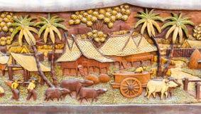 被雕刻的老和肮脏的泰国文化木头 免版税库存照片