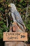 被雕刻的老鹰给木雕刻做广告站点  库存照片