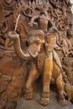 被雕刻的门大象寺庙 免版税图库摄影