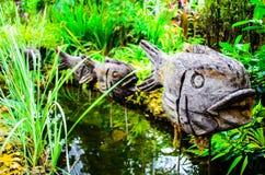 被雕刻的鱼在河 免版税库存图片