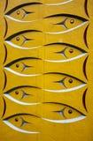被雕刻的鱼标识杆 免版税库存图片