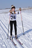 被震惊的滑雪的女孩朝前看 免版税库存图片