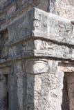 被风化的古老玛雅大厦废墟的特写镜头在Tulum,墨西哥 免版税库存照片