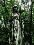 被风化的坟边雕象 库存图片