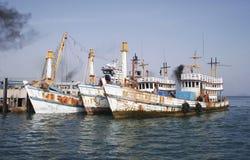 被风化的小船老 免版税图库摄影