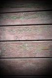 被风化的带红色木板条纹理 图库摄影