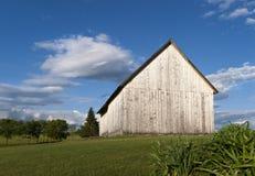 被风化的木谷仓 库存图片