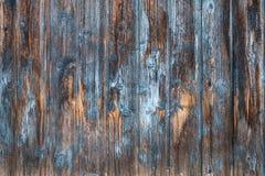 被风化的棕色和蓝色木门面 库存照片