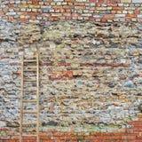 被风化的灰泥墙壁 免版税库存图片