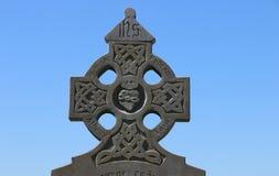 被风化的石凯尔特十字架,爱尔兰 免版税库存图片