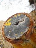 被风化的码头特写镜头在Climping的在南英国 库存图片