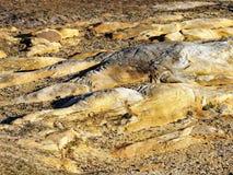 被风化的砂岩岩石露出 免版税库存图片