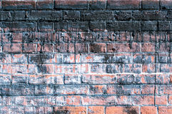 被风化的砖墙 免版税库存照片