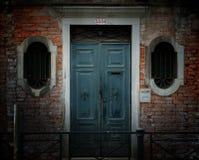 被风化的粉碎的入口 免版税图库摄影