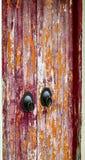 被风化的老东方doorknock 免版税库存照片