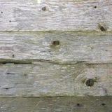 被风化的老灰色杉木板条背景  免版税库存照片