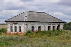 被风化的被放弃的房子例证纸张打印农村被弄脏的葡萄酒 图库摄影