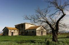 被风化的被放弃的房子例证纸张打印农村被弄脏的葡萄酒 免版税图库摄影