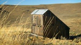 被风化的谷仓在东俄勒冈 免版税库存图片