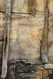 被风化的过时质感粗糙的老胶合板背景 库存图片