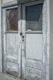 被风化的门 免版税库存照片