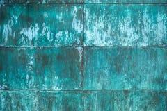被风化的,被氧化的铜墙壁结构 免版税库存图片