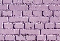 被风化的紫色颜色砖墙样式 库存图片