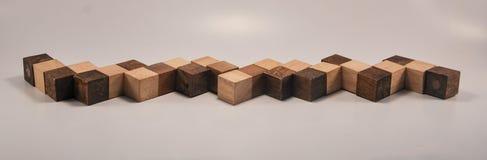 被延伸的立方体木玩具 库存图片