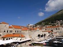 被围住的市的口岸Dubrovnic在克罗地亚欧洲 杜布罗夫尼克起绰号亚得里亚的`珍珠 库存照片