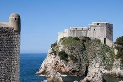 被围住的市Dubrovnic在克罗地亚欧洲 杜布罗夫尼克起绰号亚得里亚的`珍珠 免版税图库摄影