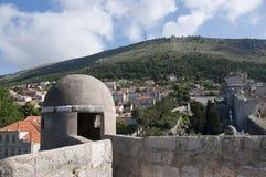 被围住的市Dubrovnic在克罗地亚欧洲 杜布罗夫尼克起绰号亚得里亚的`珍珠 库存照片