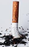 被绊倒的香烟 库存照片