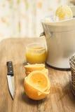 被紧压的新鲜的汁液桔子 免版税库存照片