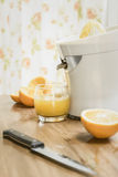 被紧压的新鲜的汁液桔子 图库摄影
