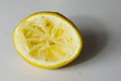 被紧压的柠檬 库存照片