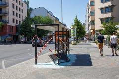 被破坏的公共汽车站在柏林,德国 免版税库存图片
