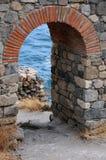 被破坏的塔的曲拱 免版税库存图片