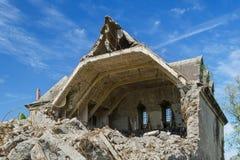 被破坏的大厦,房子的爆破 免版税库存图片