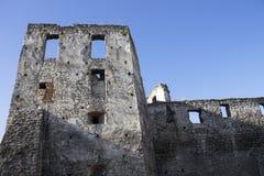 被破坏的房子老 历史记录 喀尔巴阡山脉的教会mts西部小的乌克兰 春天2015年 图库摄影