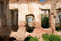 被破坏的房子豪宅 库存照片
