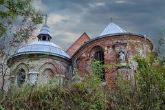 被破坏的教会老 免版税图库摄影