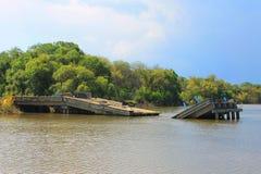 被破坏的桥梁 免版税图库摄影