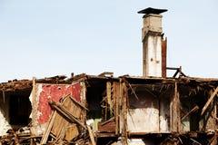 被破坏的灾害房子 免版税库存照片