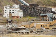 被破坏的煤矿的外部在被放弃的俄国北极解决Pyramiden,挪威 库存照片
