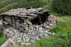 被破坏的石房子 免版税库存照片